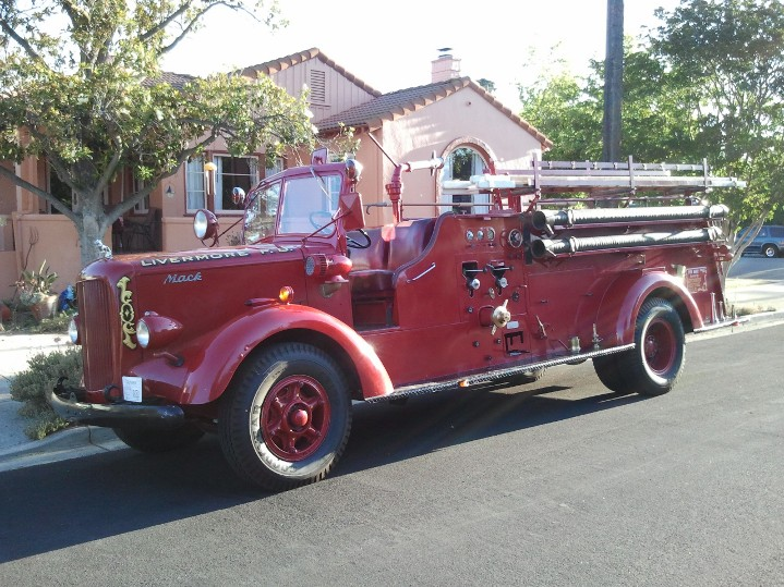 Livermore FD 1943 Mack Fire Truck